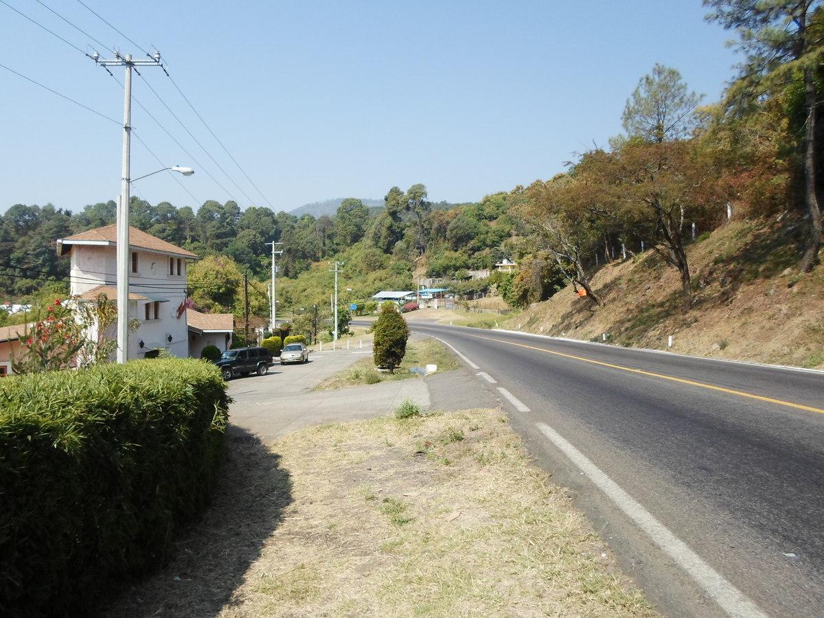 4 de 42: Entrada  a Uruapan