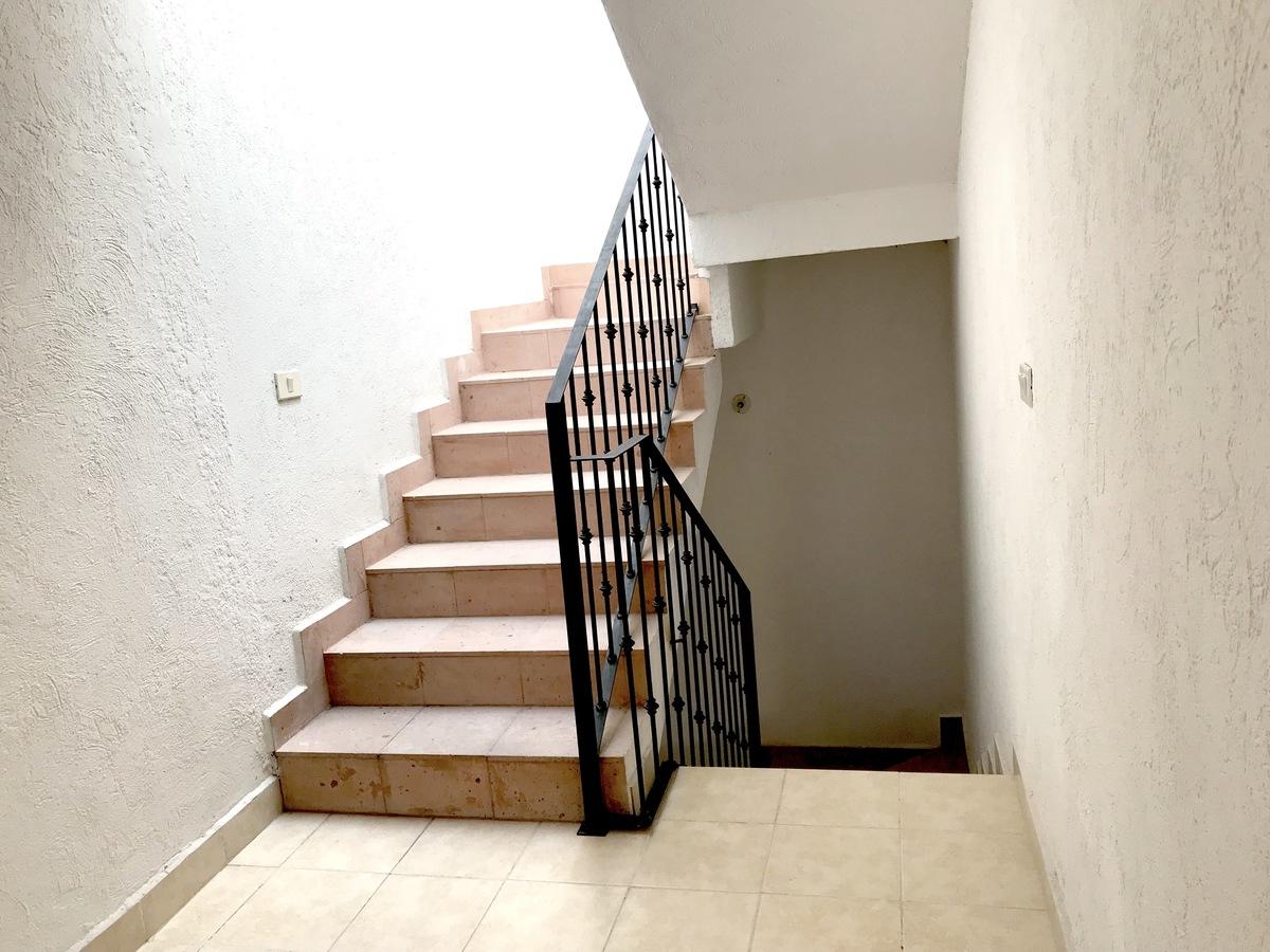 6 of 14: Acabados escalera con cantera