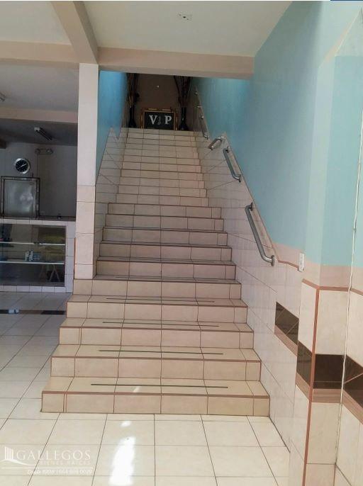 12 de 20: Escaleras al segundo piso