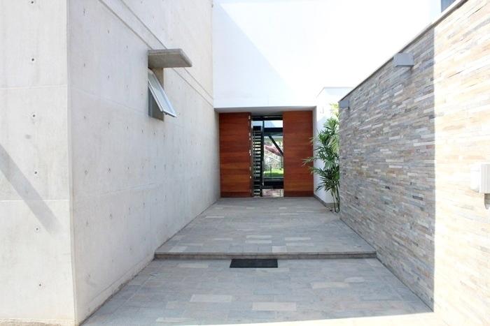 25 de 27: Puerta principal Casa