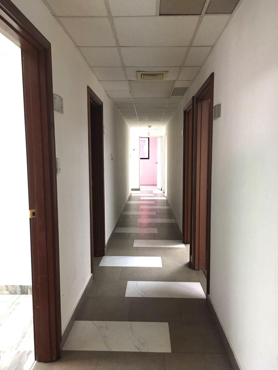 2 de 17: pasillo hacia las ocifinas