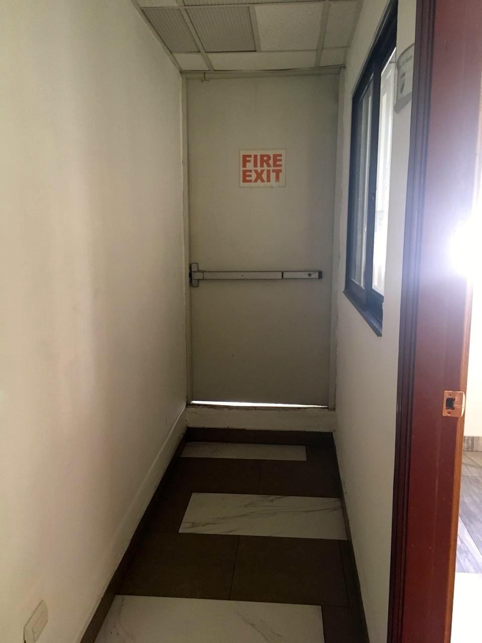 9 de 17: salida de emergencia