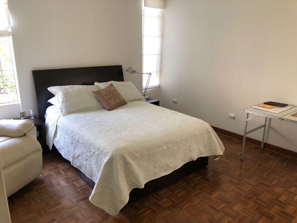 18 de 19: Dormitorio con closet en el segundo piso.