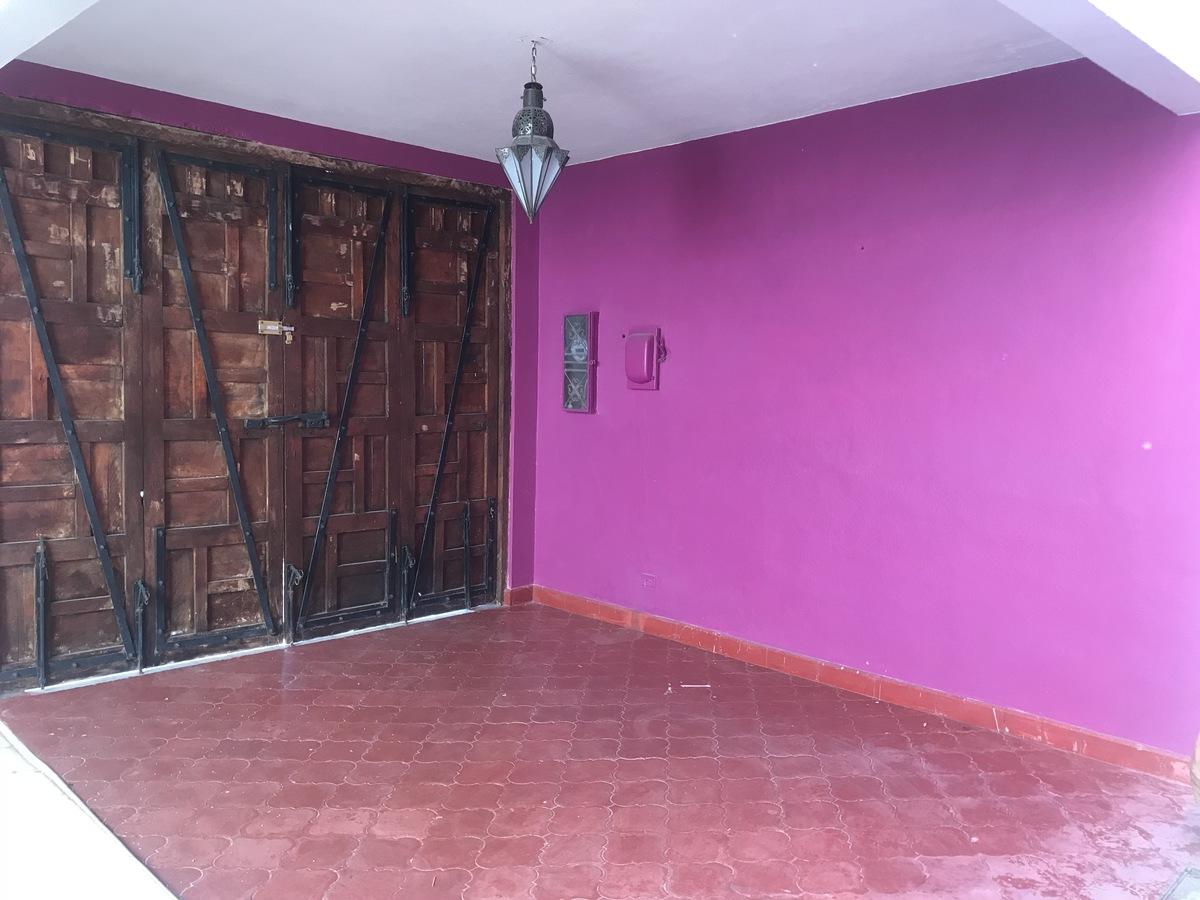 3 of 33: Cochera cubierta