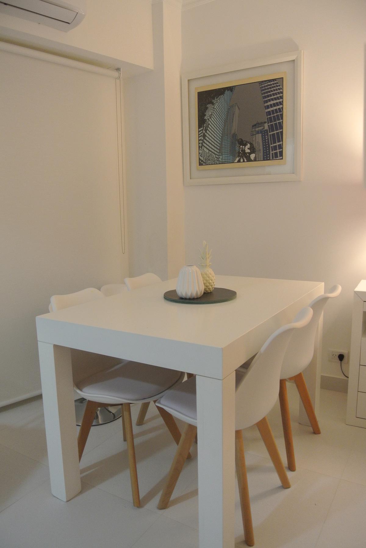 5 de 27: mesa laqueada con sillas nordica