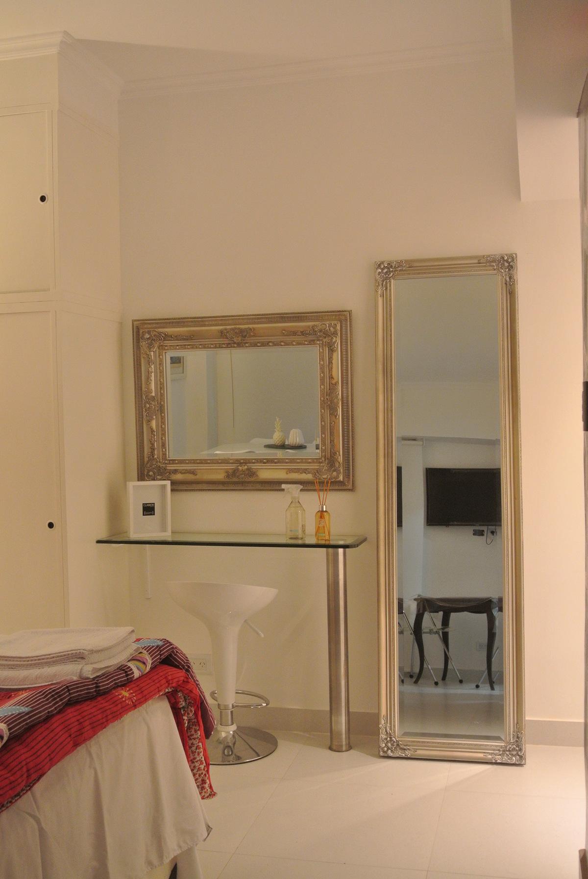 12 de 27: dressoir con espejos