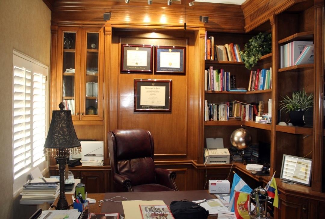 7 de 25: Oficina y biblioteca