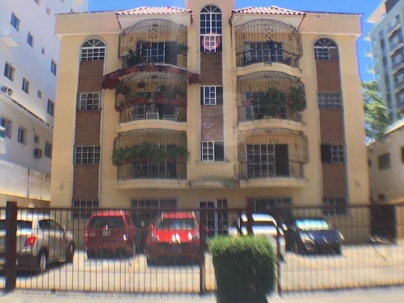1 de 15: Edificio solo de 4 niveles y 8 familias