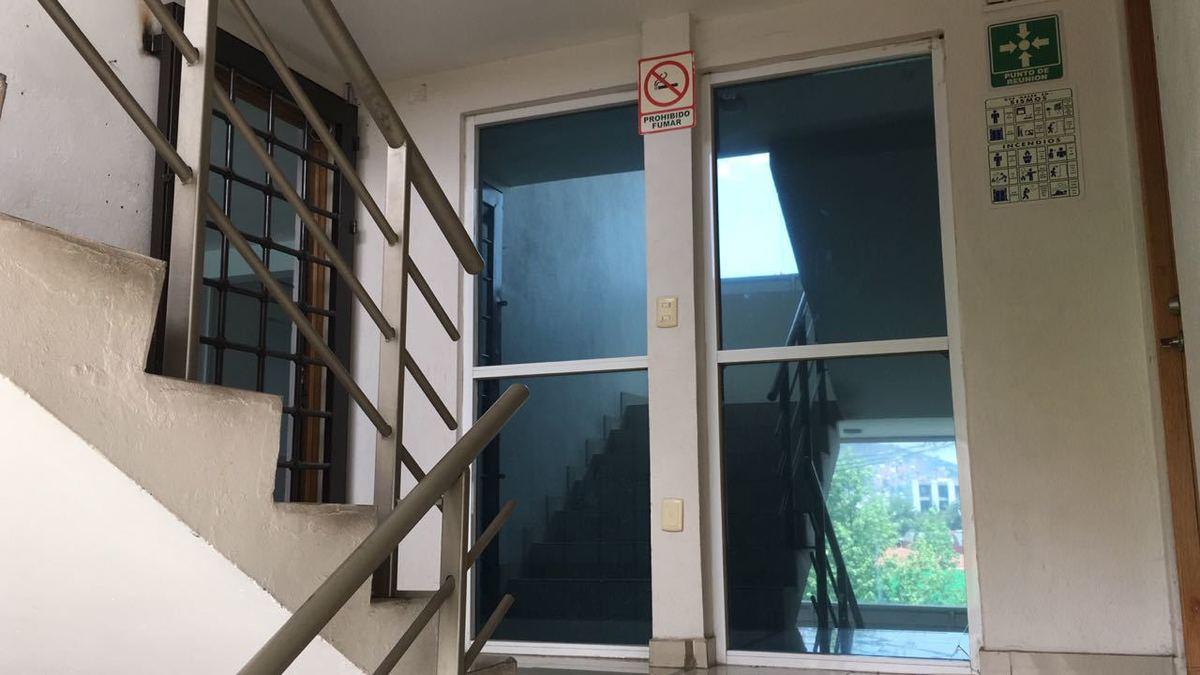 9 de 11: Vidrios polarizados interior del edificio