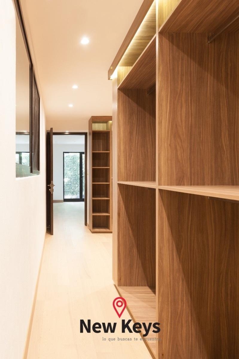 11 de 16: Walking Closet (Vista Lateral)