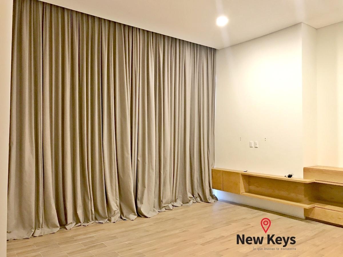 13 de 38: Recámara principal con cortinas