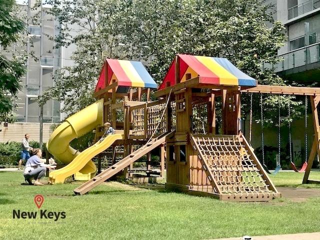 31 de 38: Área de juegos infantiles al aire libre