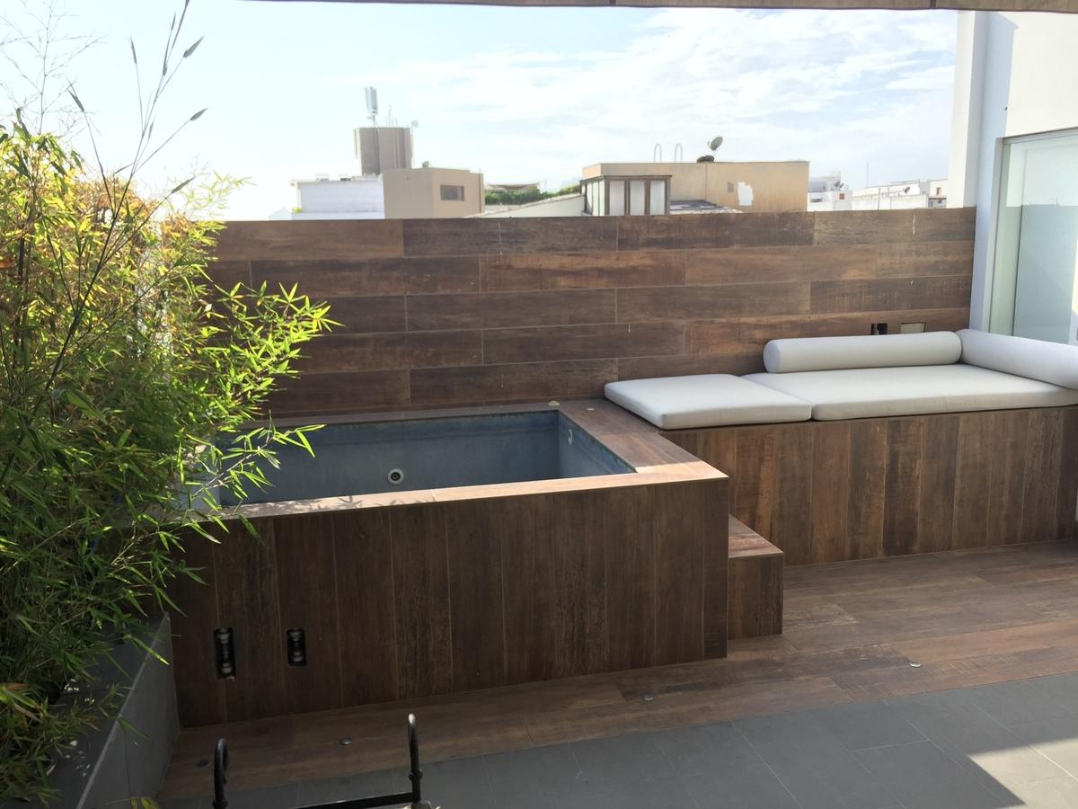 1 de 22: Terraza con piscina
