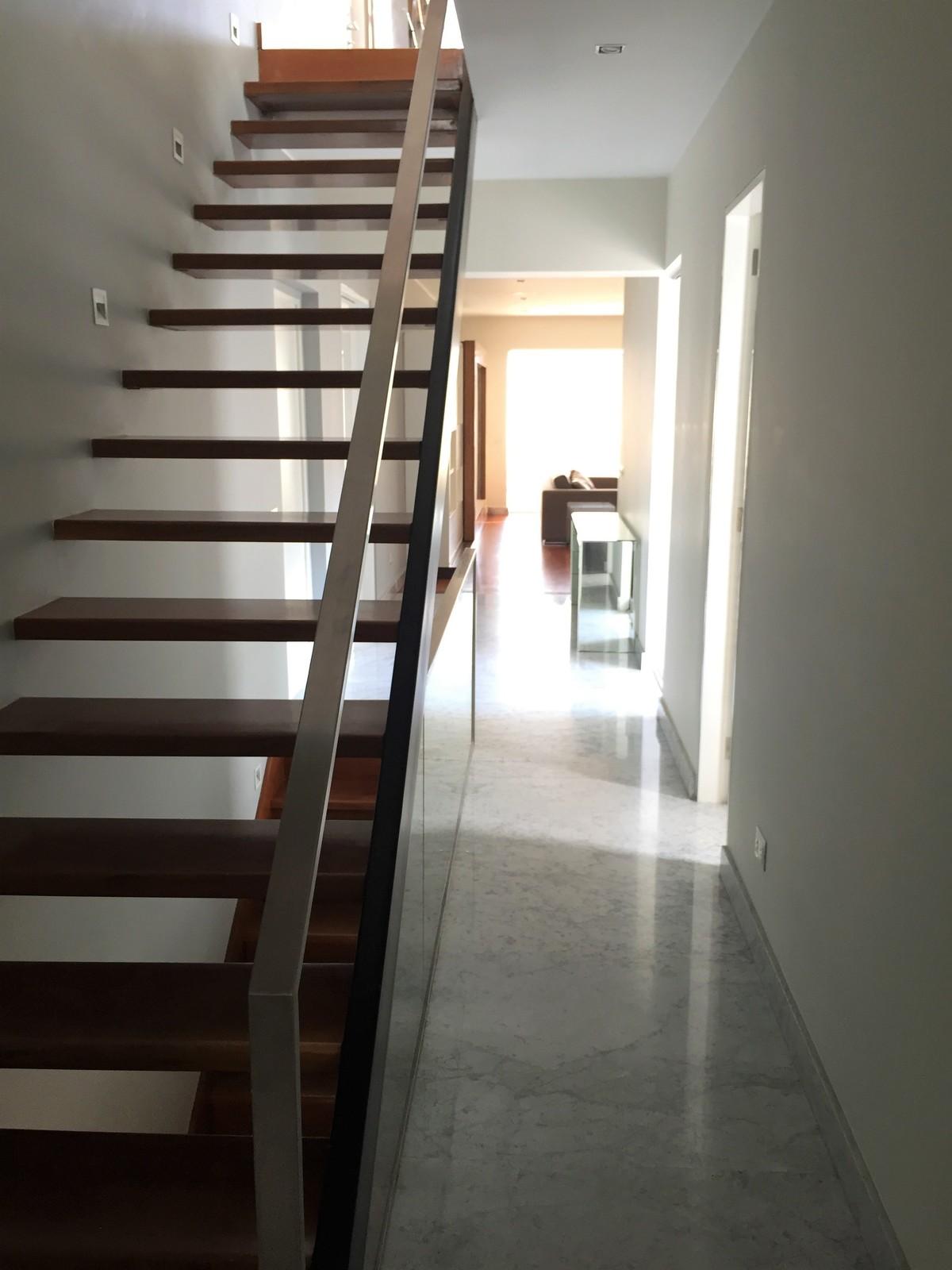 16 de 22: Escalera hacia la terraza