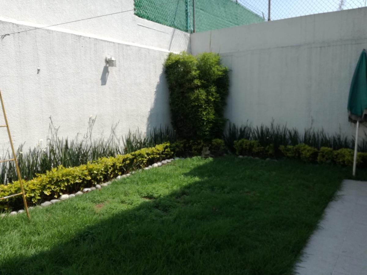 26 de 36: Jardín trasero