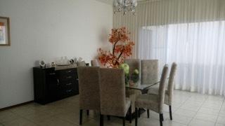 5 de 6: Comedor con espacio, iluminación  versatilidad de decoración