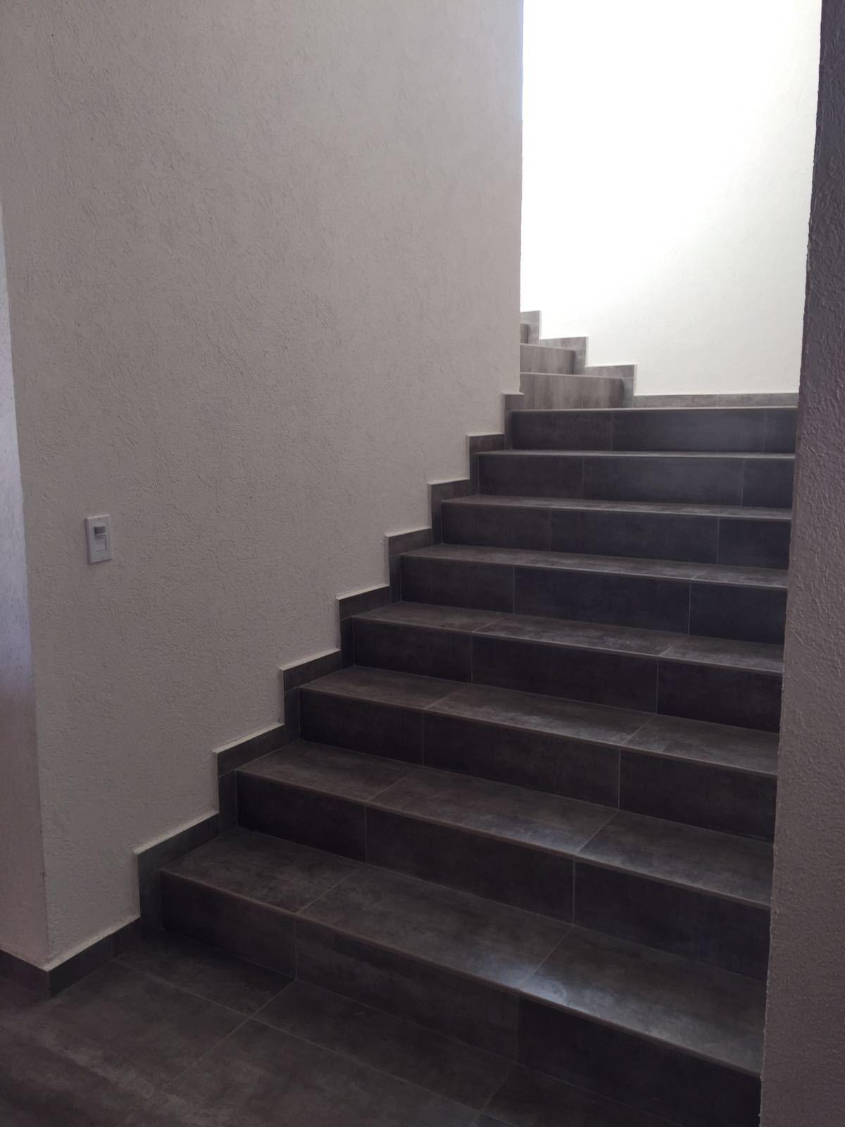 6 de 43: Escaleras amplias y còmodas