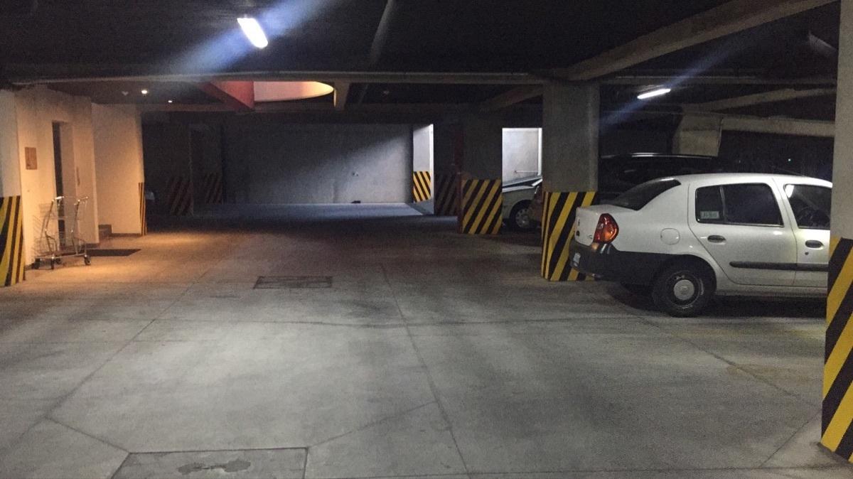 37 de 43: Salida de elevadores en sòtano zona de estacionamiento