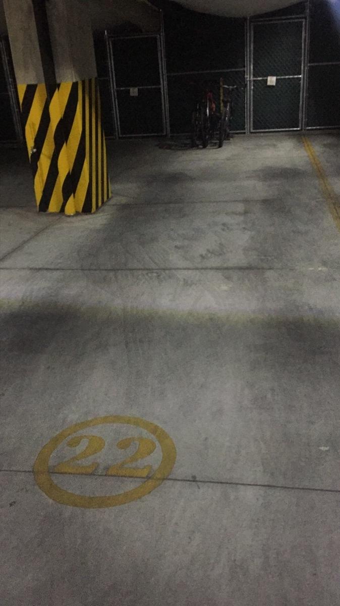 40 de 43: Un cajòn de estacionamiento adelante y otro atràs