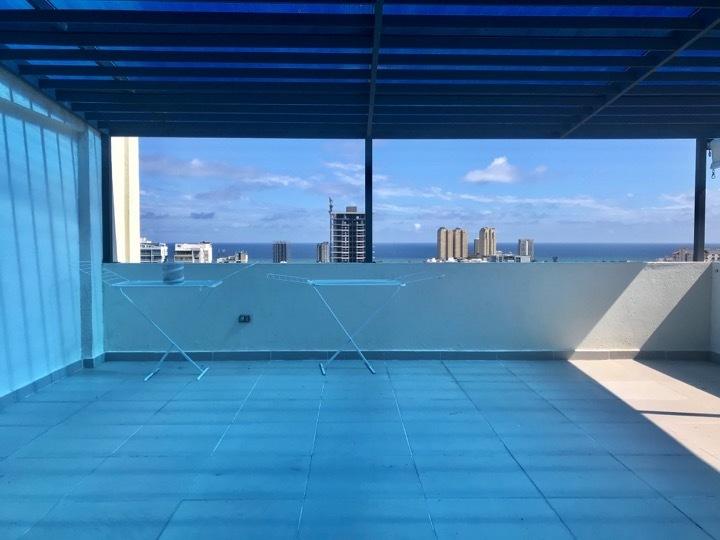 8 de 16: Terraza en segundo nivel con vista al mar