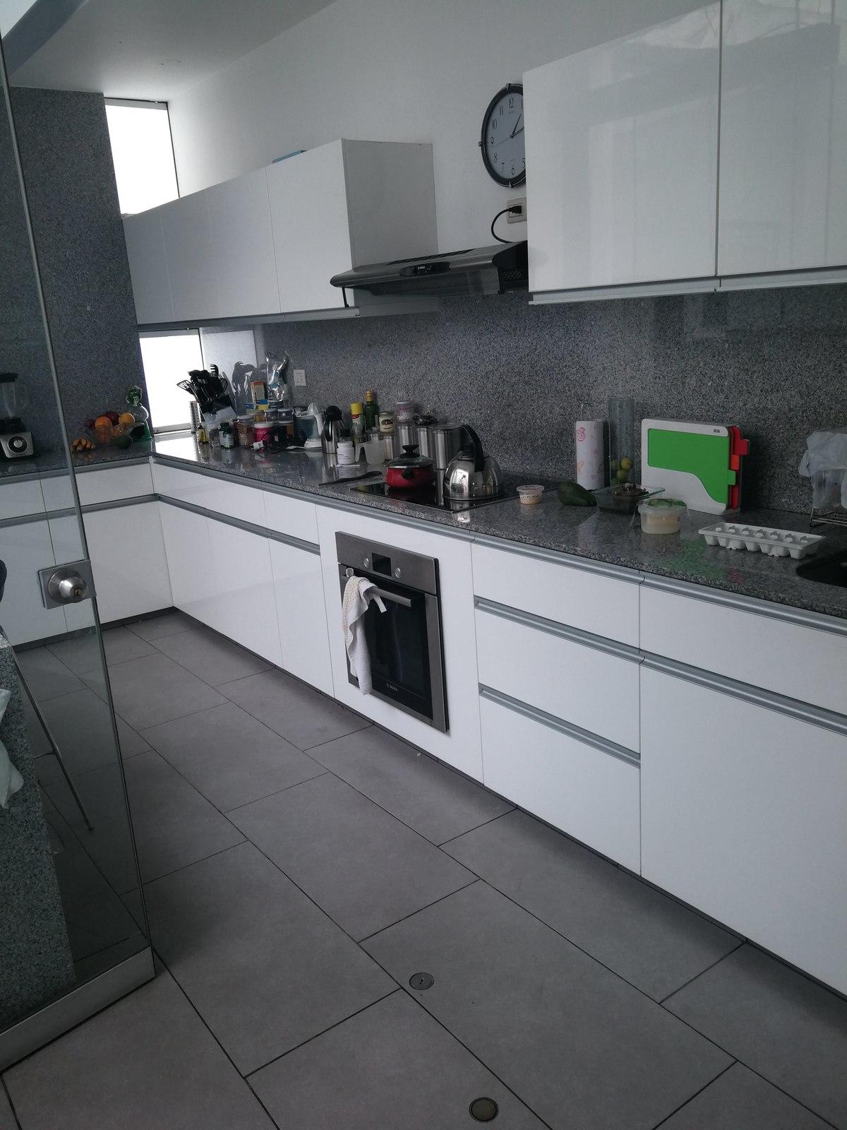 14 de 31: Cocina con cubierta de granito