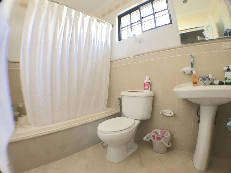 12 de 19: Baño habitación secundaria 1 con ventilación