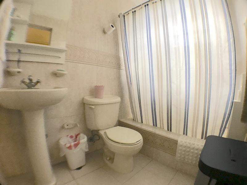 13 de 19: Baño habitación secundaria 3