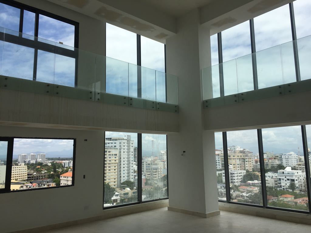 1 de 9: sala doble altura con preciosa vista al mar y de la ciudad