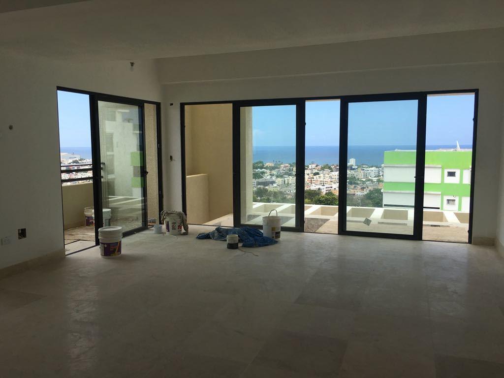 2 de 9: Amplia habitación con dos balcones mirando al mar