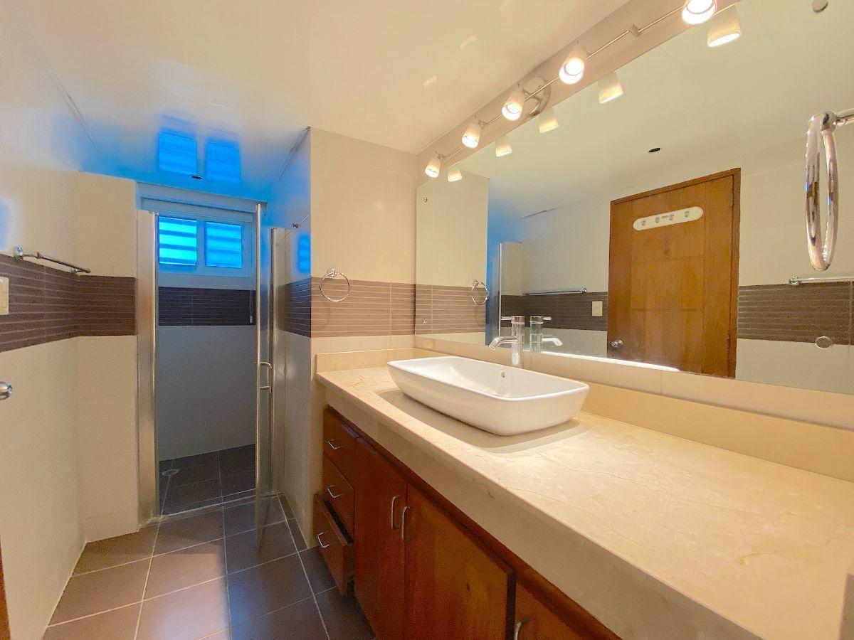5 de 17: Baño habitación principal