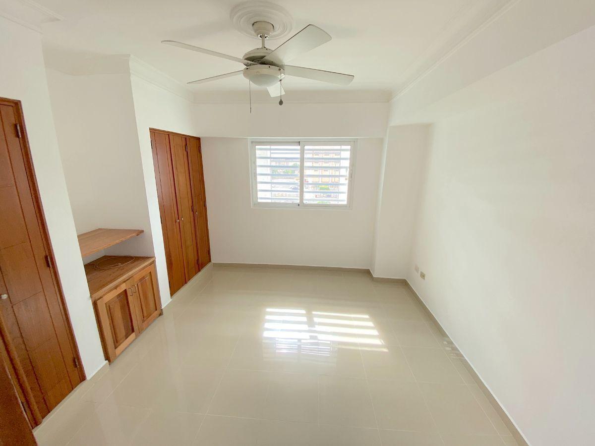 14 de 17: Habitación secundaria  con 2 closet