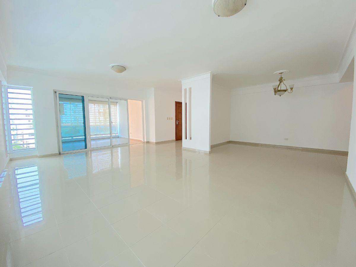 1 de 17: Amplia área abierta para sala- estar y balcon-Terraza al fon