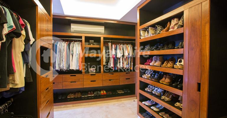9 de 33: Closet vestidor
