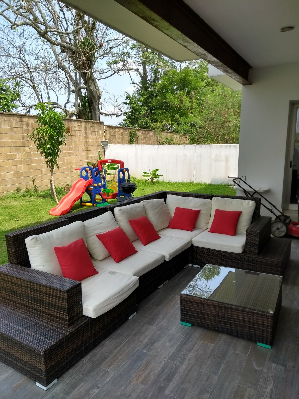 5 de 12: Terraza y patio