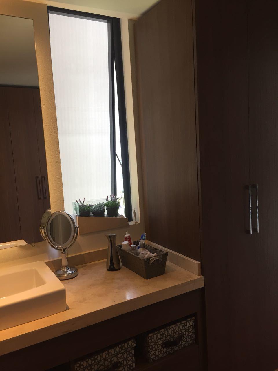 8 de 39: Baño y vestidor
