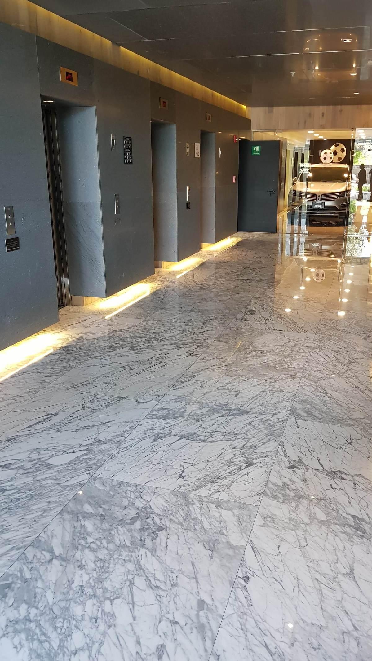17 de 19: Lobby elevadores