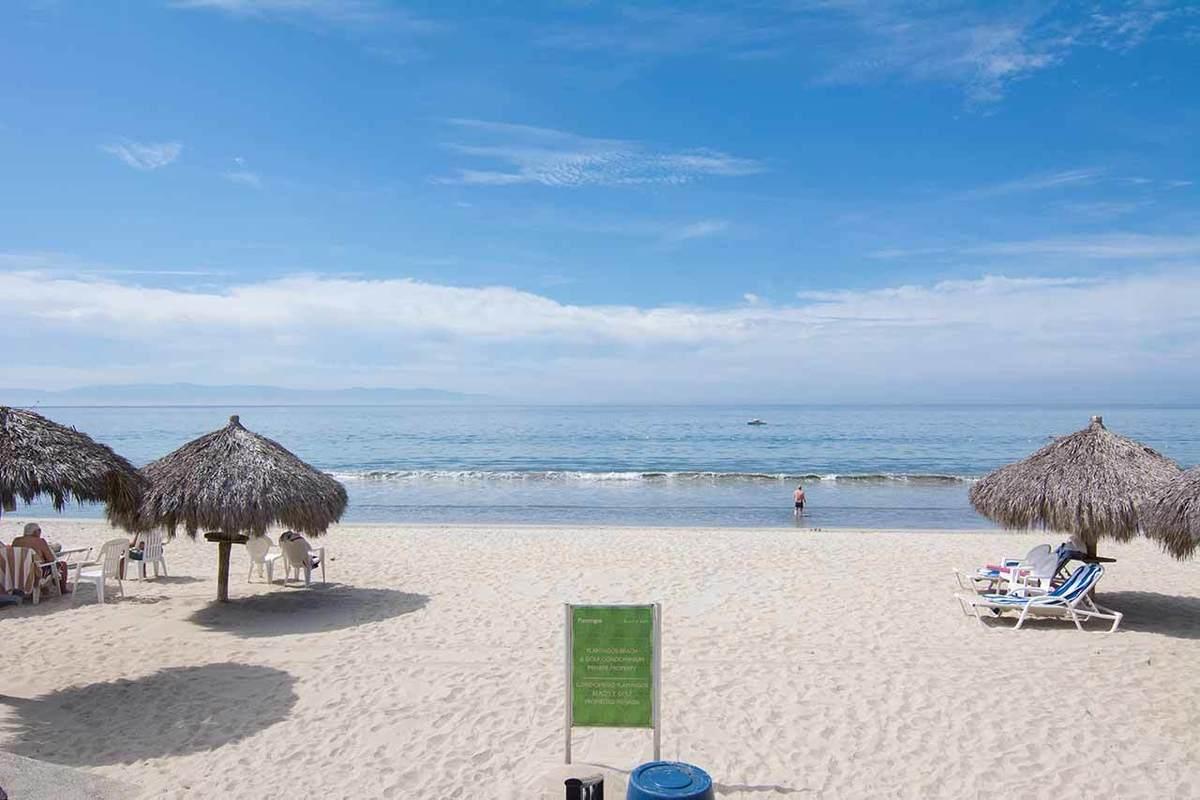2 de 14: Frente a la Playa en Flamingos - Riviera Nayarit