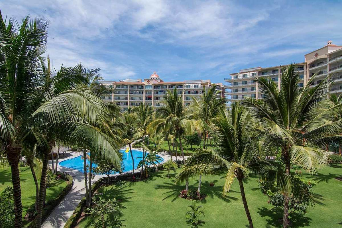 1 de 8: Playa Royale - Condominios Frente a Playa en Nuevo Vallarta