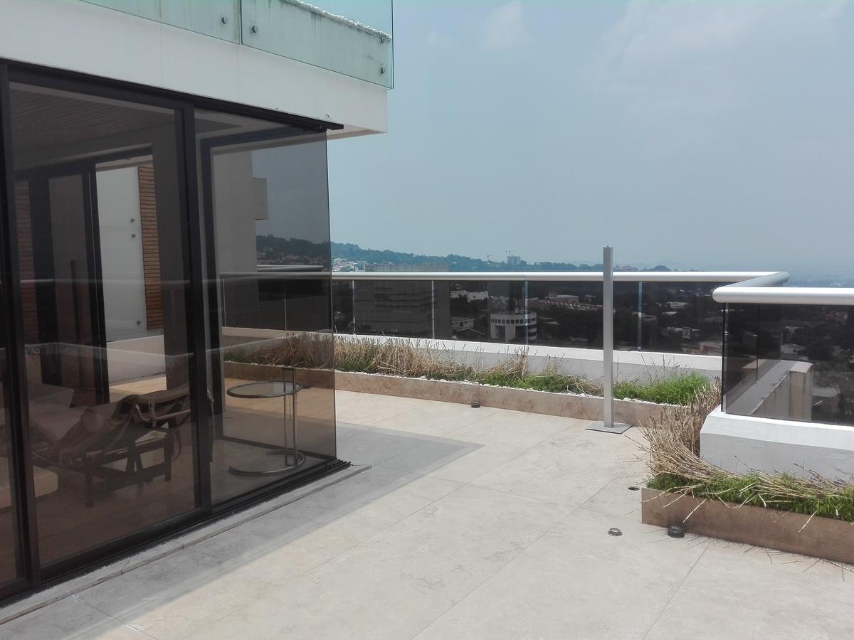 9 de 34: Terraza frente sala principal y comedor.