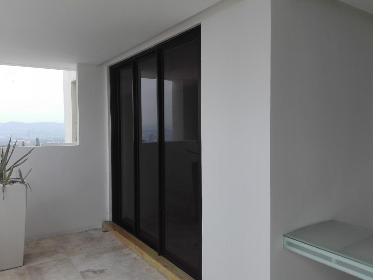 18 de 34: Puerta de vidrio dormitorio Junior frente Terraza.