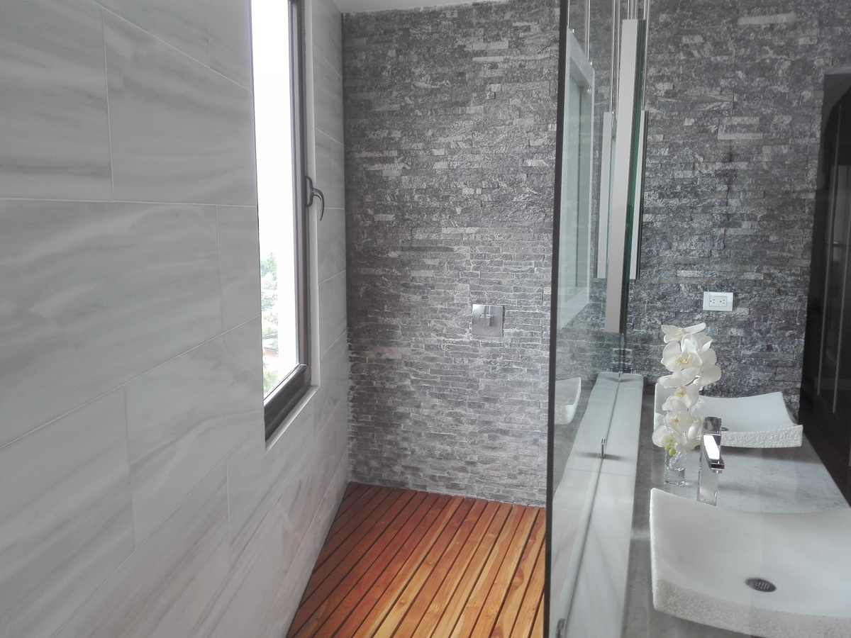 22 de 34: Baño dormitorio principal.