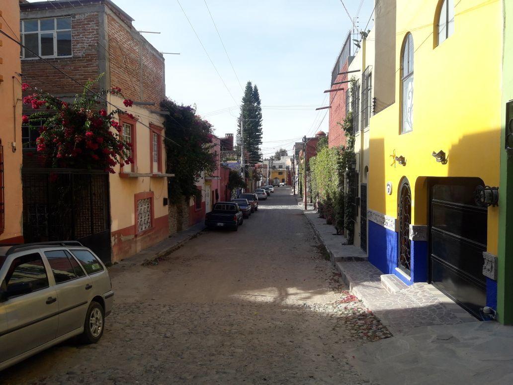 2 of 14: Calle hacia el Sur
