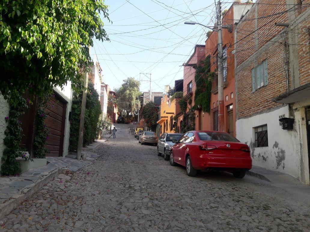 3 of 14: Calle hacia el Norte
