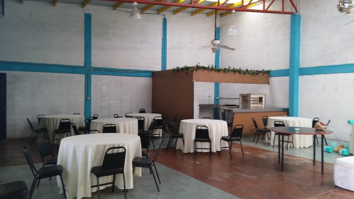 4 de 9: Interior del salón de fiestas.