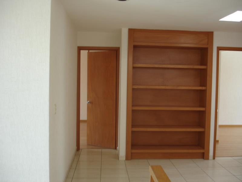 9 de 10: librero en pasillo  PA