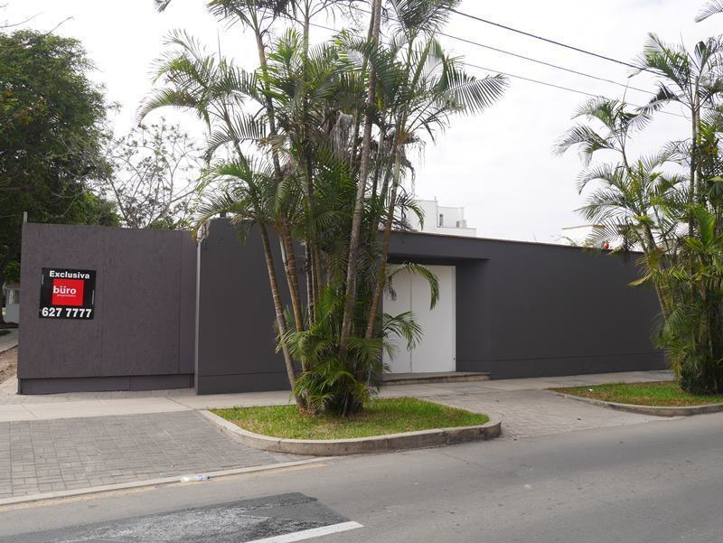 1 de 20: Esquina en venta en ubicación absolutamente residencial
