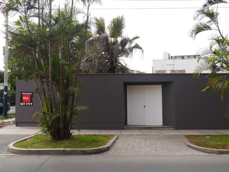 10 de 19: Esquina en venta en ubicación absolutamente residencial