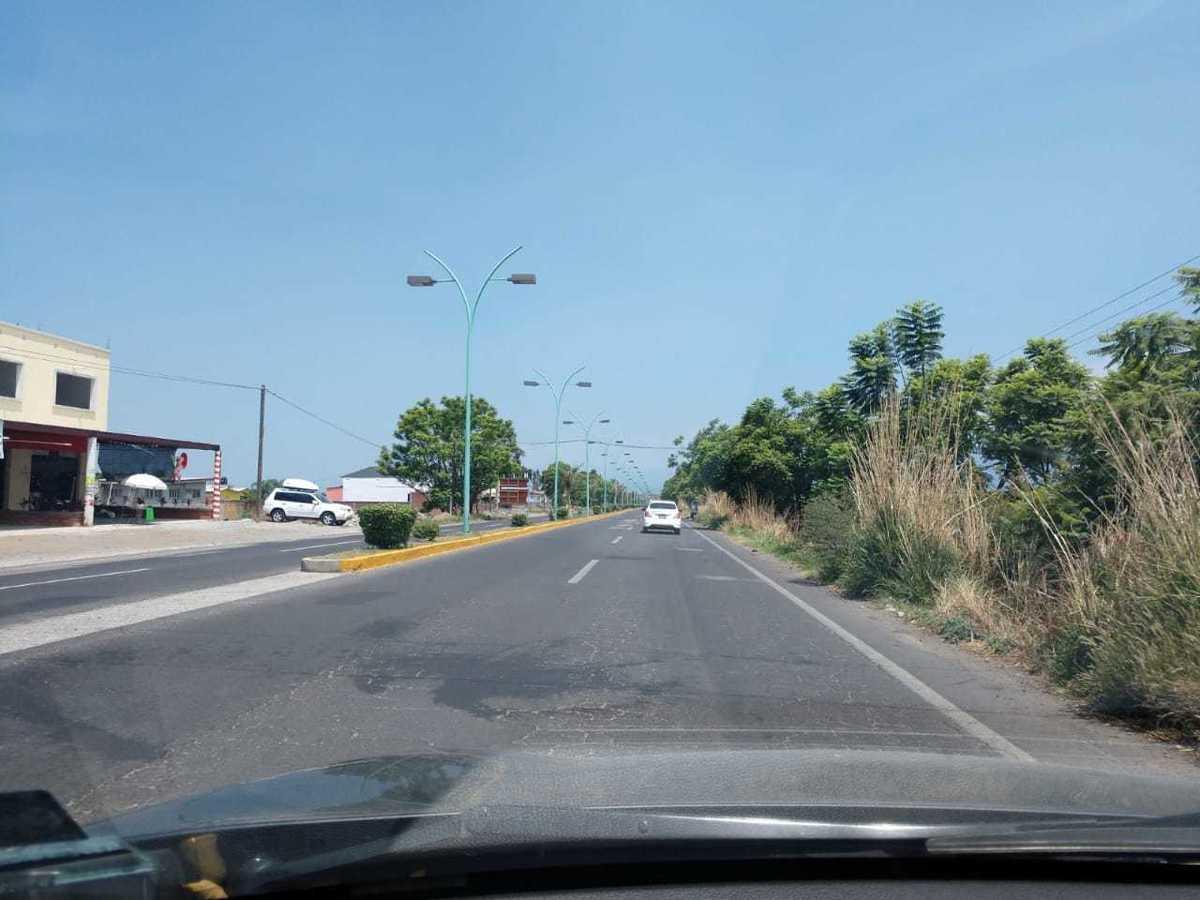 2 de 12: AVENIDA PRINCIPAL HACIA CENTRO DE YECAPIXTLA