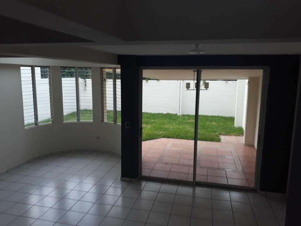 1 de 9: Sala y terraza