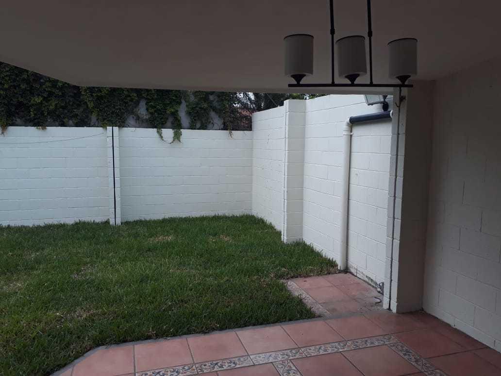 7 de 9: Terraza y jardin